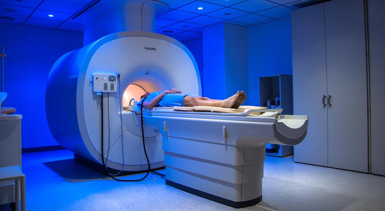 Dexeus implanta una resonancia magnética innovadora para enfermedades neurodegenerativas...