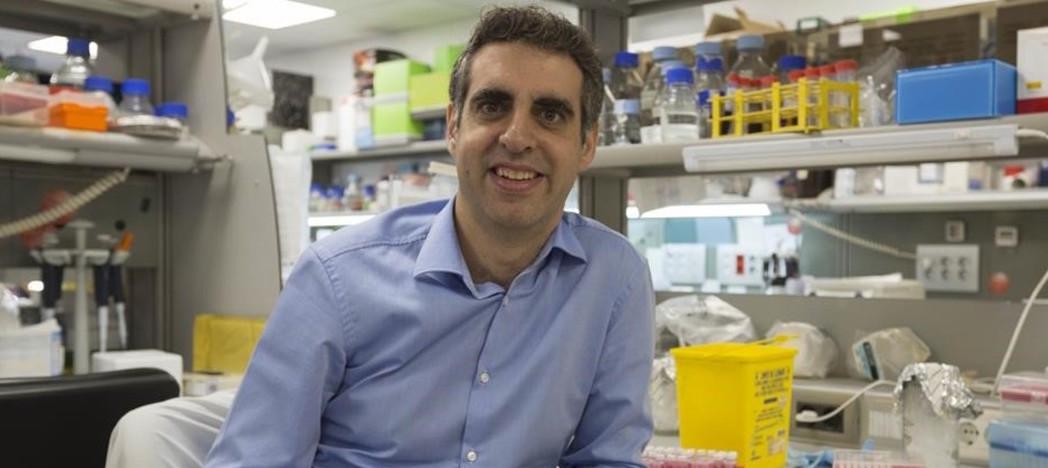 """Manel Esteller: """"Las células cancerígenas sobreviven a la muerte de la persona""""..."""