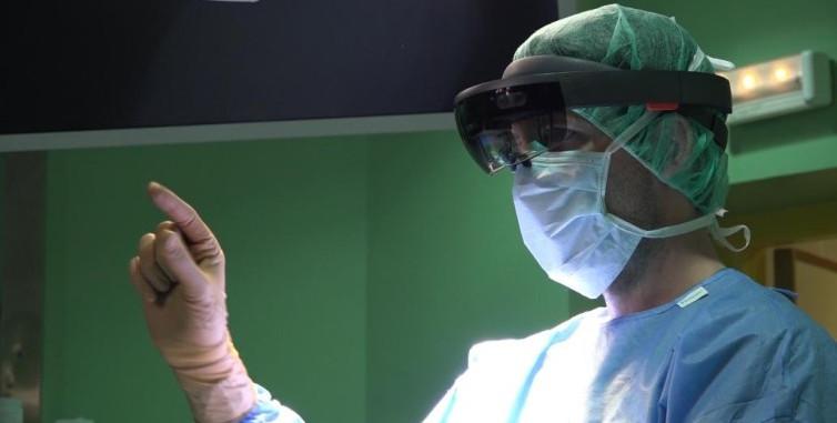 Operaciones con gafas de realidad virtual...